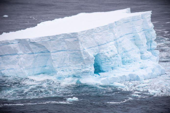 Vooral Antarctica en Groenland worden het zwaarst getroffen.