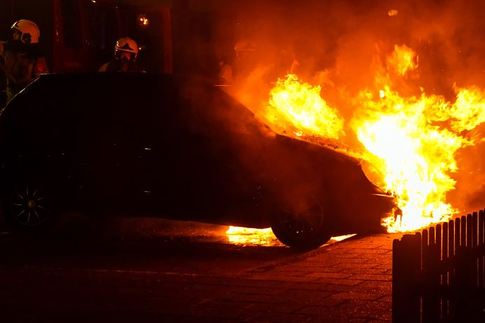 De autobrand aan het Oosterveld in Enschede.