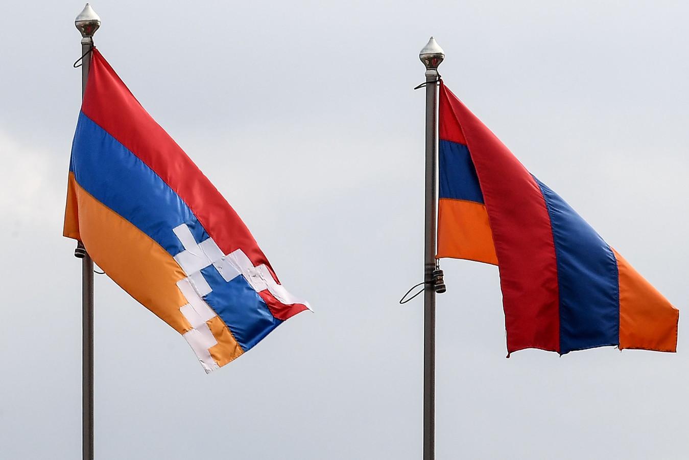 Drapeaux du Haut-Karabakh arménien et de l'Arménie