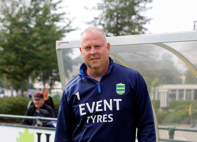 Kees van de Pligt begint bij FC Binnenmaas aan zijn zesde Hoeksche Waardse club als verzorger.