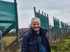 Vleermuizenkenner prijst metershoge groene schermen bij het Lochemse station: 'Zonder de schermen verdwijnen deze dieren gewoon'