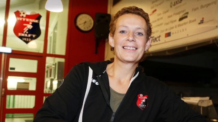 Elise draait elke zaterdag de hele dag dienst: 'Leuk om ze te helpen'