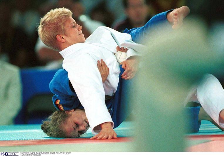 Ann Simons in actie op de Spelen van2000 in Sydney, waar ze een bronzen medaille won. Beeld BELGAIMAGE