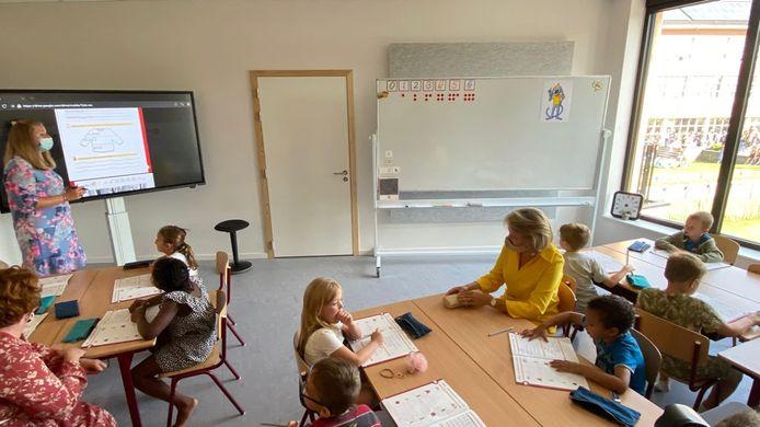Koningin Mathilde volgt een les in het KAZ.