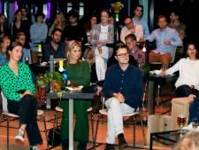 Koningin Máxima bezoekt theaterstuk Time Out Café: Studentenleven is er niet leuker op geworden