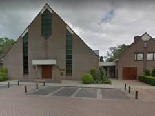 Sionkerk op Urk laat coronaregels varen en stroomt vol