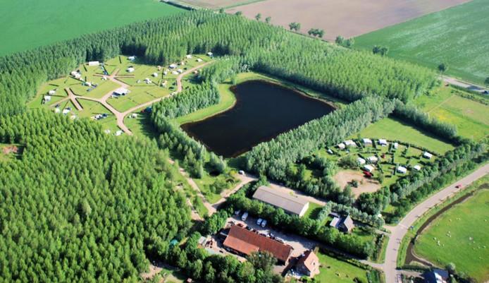 Luchtfoto van de huidige situatie bij camping Van Langeraad in Kerkwerve.
