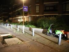Jongens op deelscooter rijden in bussluis en tegen hagenaartje: gewond naar ziekenhuis