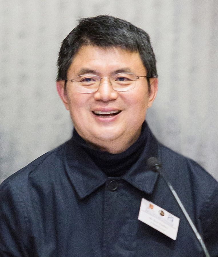 Xiao Jianhua spreekt tijdens een symposium over robotica in april  2016. Beeld Hollandse Hoogte / EPA