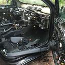 Om een auto zo te kunnen ontmantelen ben je al gauw een paar uur bezig.