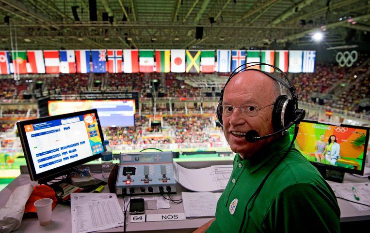 NOS-turncommentator Hans van Zetten op de perstribune tijdens de Olympische Spelen in Rio in 2016.  Beeld Hollandse Hoogte /  ANP