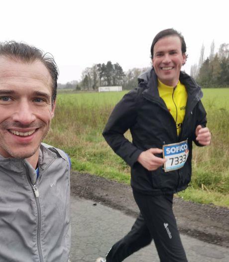 Burgemeester Mathias De Clercq loopt zijn eerste halve marathon, zij aan zij met Cédric Van Branteghem
