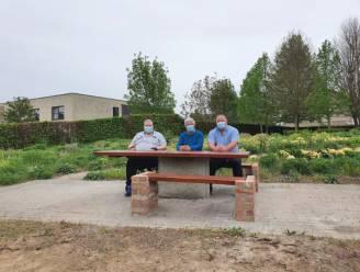 Nieuwe picknicktafel in het park van Hoegaarden