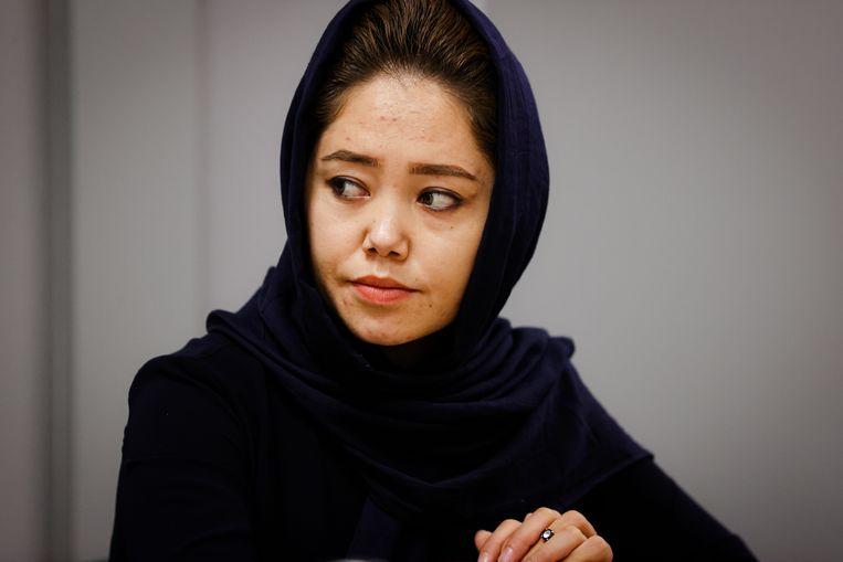 Hanifa is 24 en liet haar familie  achter in Afghanistan uit vrees voor haar leven.   Beeld Jan De Meuleneir / Photo News