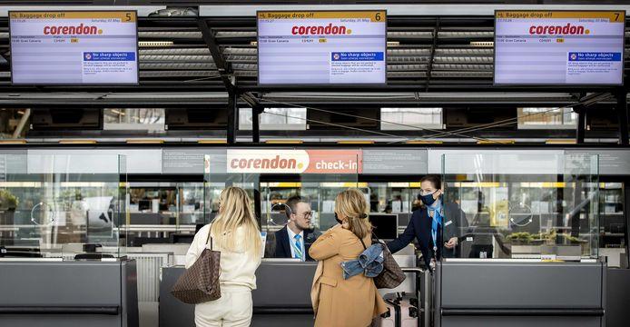 Vakantiegangers vertrekken vanaf Schiphol naar Gran Canaria.
