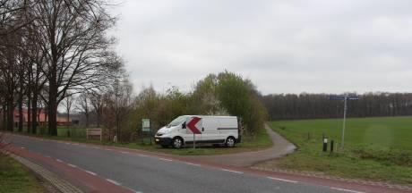 Nederlandse en Duitse politie zoekt naar verdwenen man in Zwillbrocker Venn, na vondst achtergelaten bus