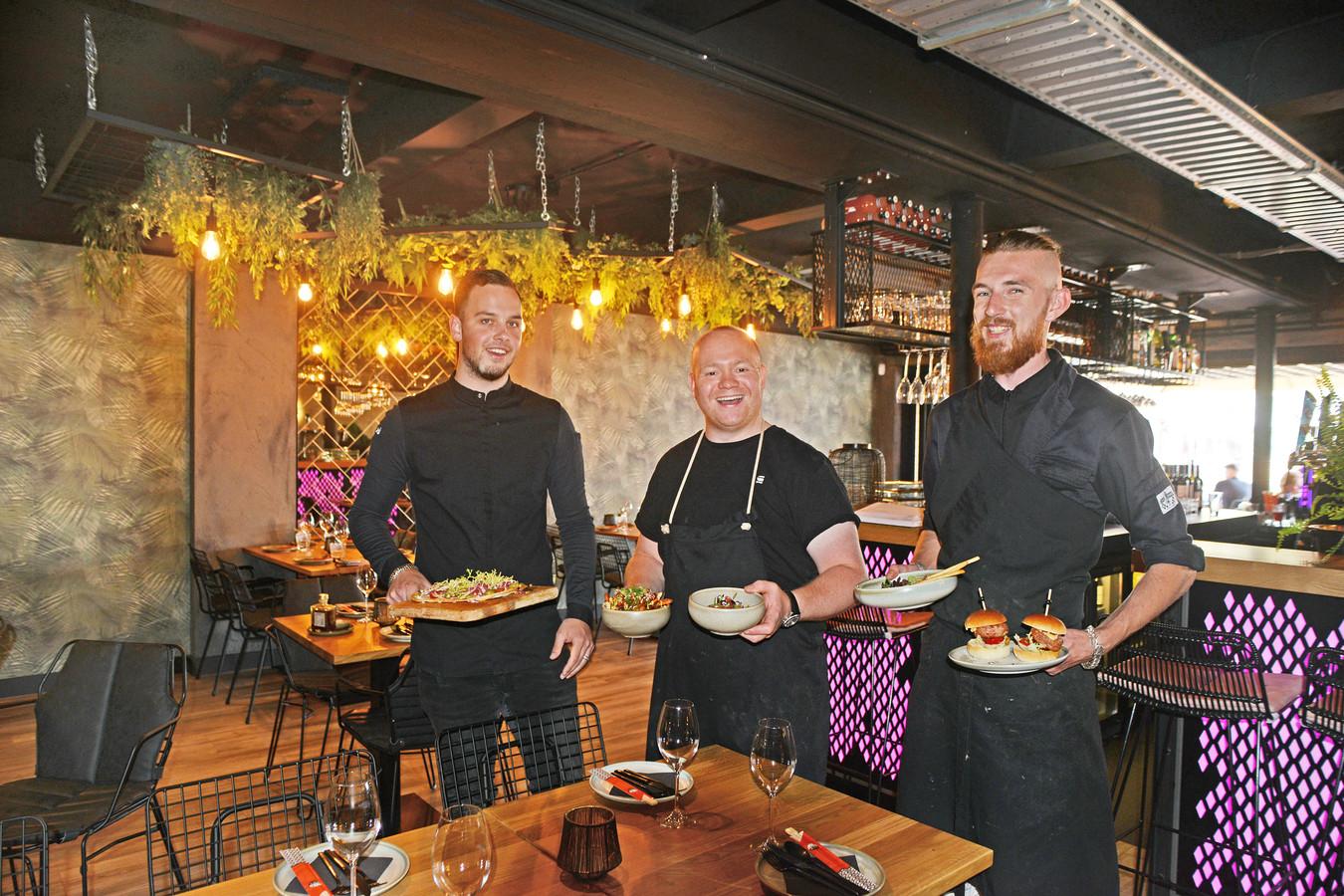 Het keukenteam van Pintx. Vlnr: Jeal van Broekhoven ( leerling-kok), Jimmy Verboom (eigenaar en chef-kok) en Surya Raad (souschef). Chef-kok Danny Poortvliet ontbreekt.