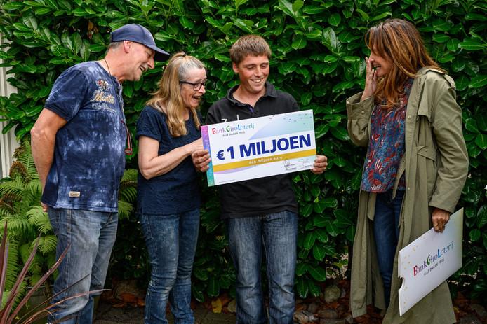Leontine Borsato verrast Gerard uit Steenwijkerwold met 1 miljoen euro.