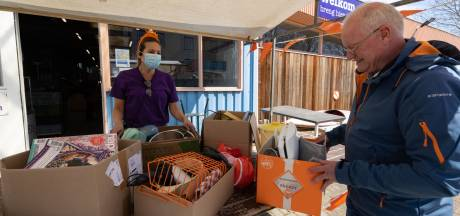 Brengers van vrijmarktspullen zijn spaarzaam, maar funshoppers genoeg in kringloopwinkel Emmeloord