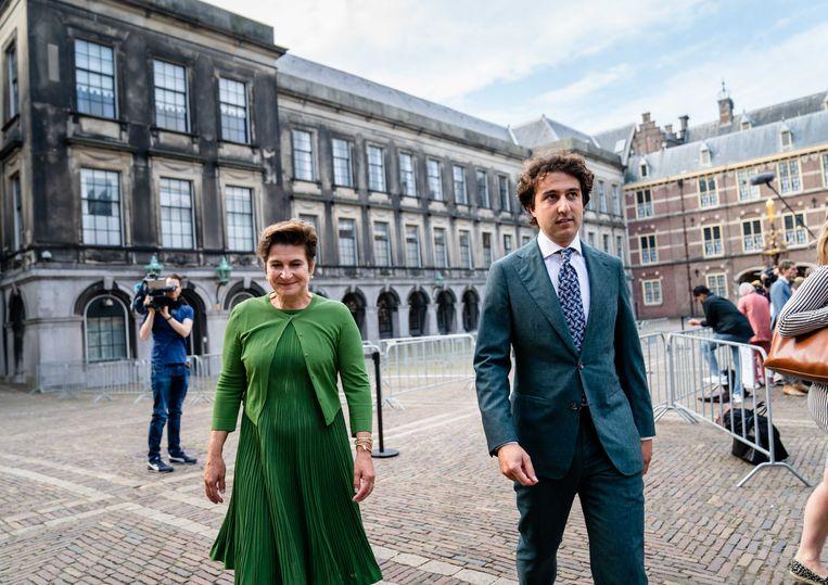 Lilianne Ploumen (Pvda) en Jesse Klaver (Groenlinks) op het Binnenhof in Den Haag. Beeld ANP/ Bart Maat