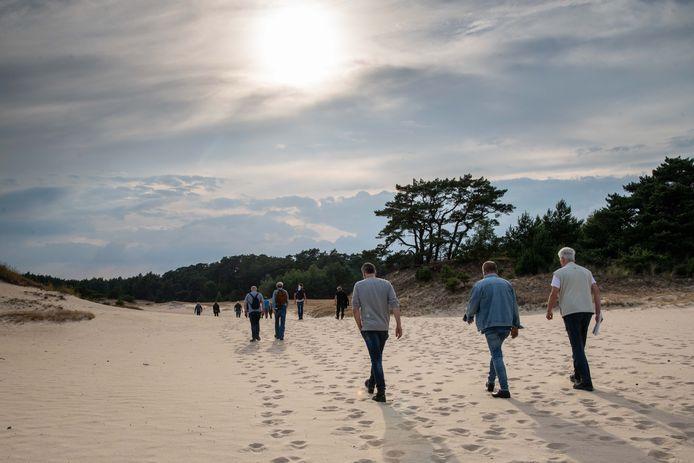 Wandelaars op het Hulshorsterzand.