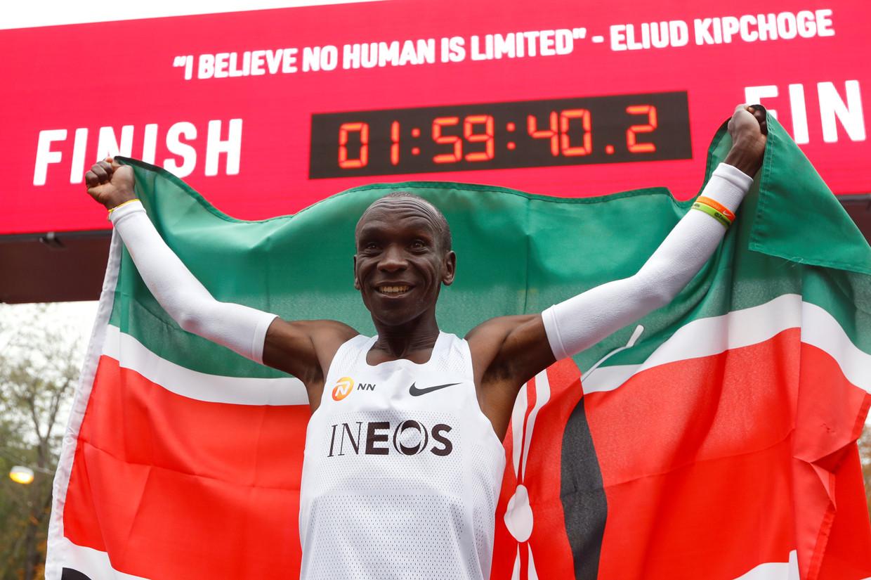 De Keniaanse atleet Eliud Kipchoge duikt op 12 oktober in Wenen als eerste mens onder de 2 uur op de marathon. Beeld REUTERS