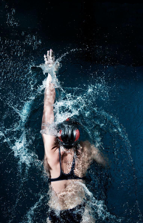 Hoofdpersoon Nora had olympisch zwemkampioen kunnen zijn in een 'ander leven'.  Beeld Getty Images