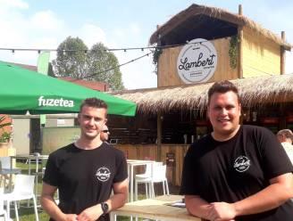 """Zomerbar Lambert ontvangt levensgenieters in een groene oase van rust: """"Binnenkort serveren we op het terras zelfs onze eigen rum"""""""