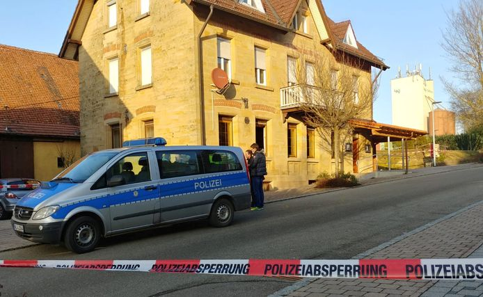 Het restaurant waar het drama plaatsvond ligt in een rustige straat vlakbij het station van Rot am See. De slachtoffers lagen volgens Duitse media in de horecagelegenheid en voor de deur.