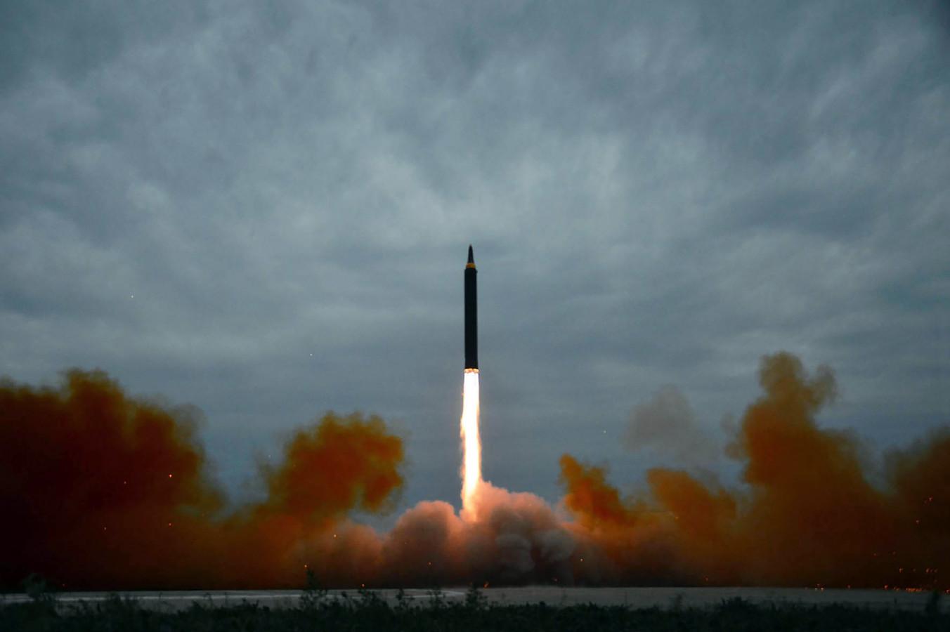 Noord-Korea gaf vandaag beelden vrij van de lancering van de middellangeafstandsraket.