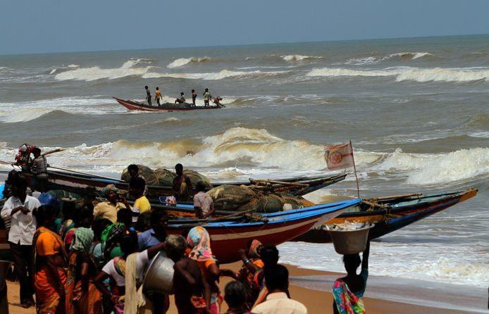 Vissers die afgelopen dinsdag terugkeerden vanuit de Golf van Bengalen nadat er een alarm was uitgegaan over de naderende cycloon Fani.