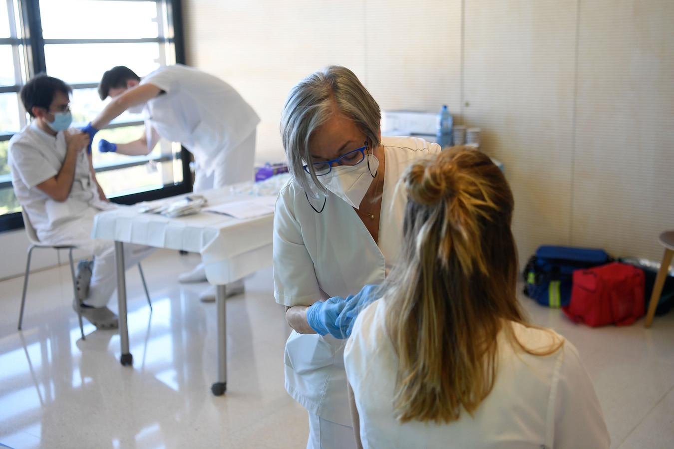 Administration du vaccin à Barcelone.