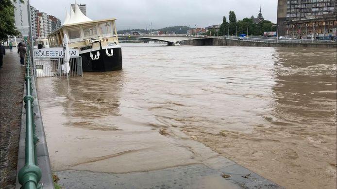 La Meuse déborde en certains endroits, à Liège.