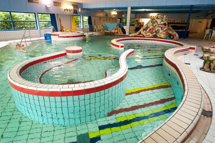 Zwembad tropical in rijen na lek deels weer open gilze for Zwembad uden