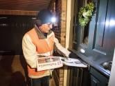Corona of niet, krantenbezorger Peter (66) gaat elke nacht op pad in Denekamp: 'Juist nu'