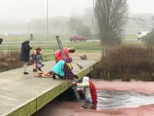 Help! Sinterklaas valt in Wageningen in het water