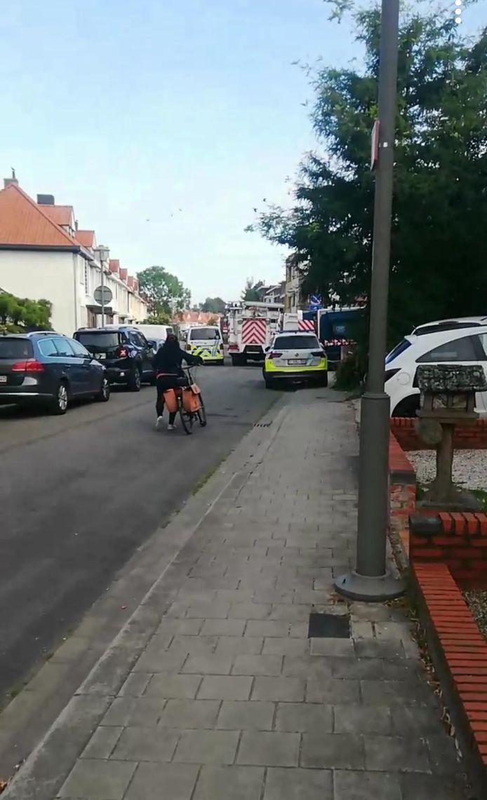 De politie en civiele bescherming blokkeerden een tijdlang de straat.