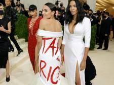"""""""Taxez les riches"""": la créatrice de la robe d'AOC au MET Gala accusée de fraude fiscale"""