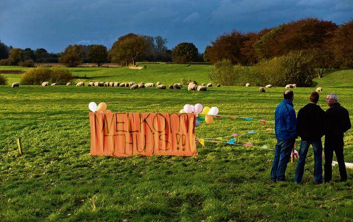 Ballonnen en slingers in 2012 bij de terugkeer op het Eiland van Nederhemert van de gestolen schapen.