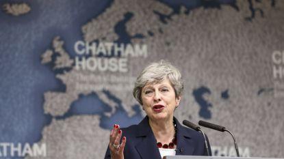 """May adviseert haar opvolger: """"Sluit compromissen en pas op voor populisme"""""""