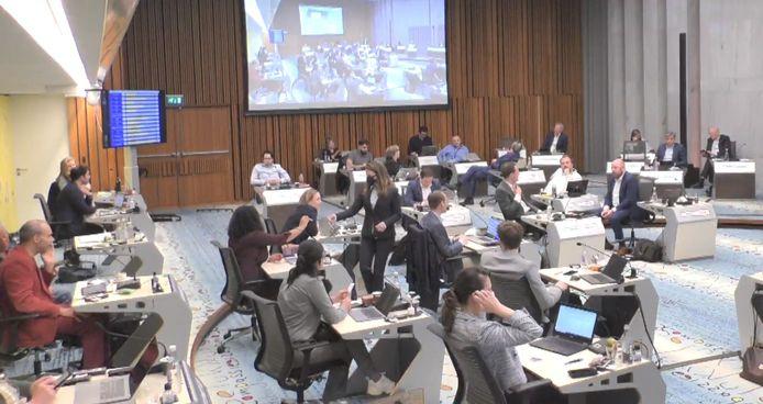De gemeenteraad van Arnhem geeft via stembriefjes in meerderheid zijn akkoord af met de benoeming van Bob Roelofs tot wethouder.