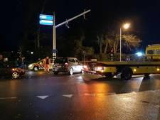Gewonde bij ongeluk in Enschede, weg tijdelijk afgesloten