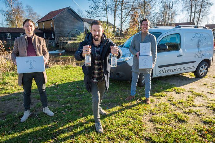 Janiek Burghard, Steven Kooistra en Lesley Daris (van links naar rechts) zijn de jonge ondernemers achter Silver Ocean Seltzer uit Valkenswaard.