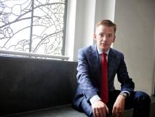 Enschedese wethouder ging onder politiebegeleiding naar de kerk om azc-bedreigingen