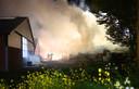 De schuur waar de brand in woedde is compleet verwoest. Volgens de eigenaar stonden daar voornamelijk machines en kleine hoeveelheden hooi opgeslagen.