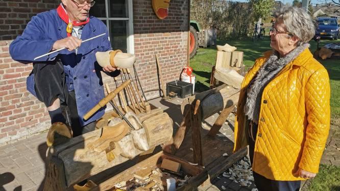 Aziatische toeristen komen naar Schijndel voor echte klompen: 'Crocs zijn belediging voor ons schoeisel'