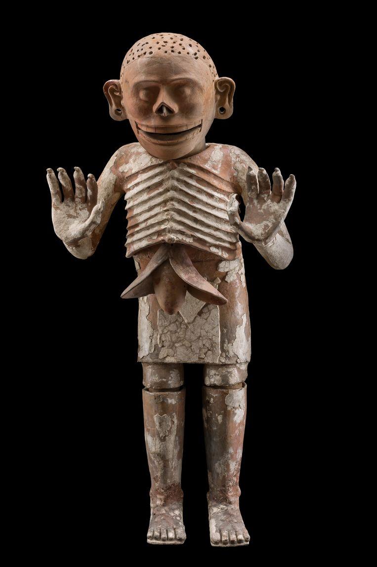Wierookbrander, voorstellende de god Mictlantecuhtli, god van het koninkrijk der doden; keramiek, Museo Templo Mayor, Mexico stad, 176 x 80 x 50 cm.  Beeld Michel Zabé