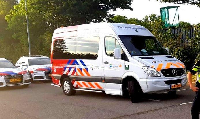 De politiebus met de achterkant van een brandweerbus, waarmee agenten een bellende bestuurder op heterdaad betrapten.