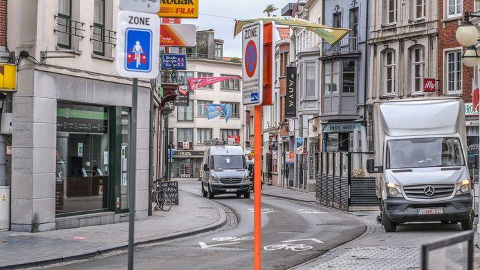 de Onze-Lieve-Vrouwestraat in Kortrijk, dinsdagochtend