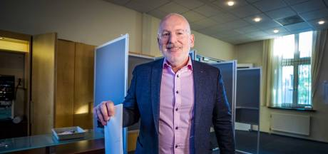 PvdA mag de voeten van Timmermans kussen